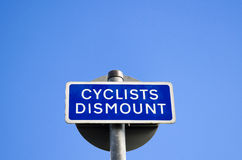 Cyclists dismount sign Stock Photography