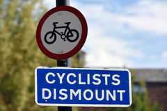 Cyclists Dismount Sign Stock Images