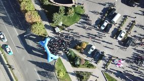 Cyclists gather at the start. Shooting with the drone. Lots of people in one place. Sport. Preparing to start. Competitions and bike ride. Top view of the road stock video