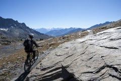 Cyclits в горной тропе Стоковые Изображения RF