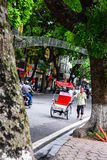 Cyclo водитель работает 2-ого марта 2012 в Хошимине, Вьетнаме Cyclos вокруг для больше чем столетие, но их стоковое изображение