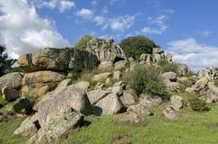 Cyclopean murverk och menhirs på kullarna av Filitosa, sydliga Korsika royaltyfri bild