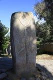 Cyclopean murverk och menhirs på kullarna av Filitosa, sydliga Korsika arkivbilder