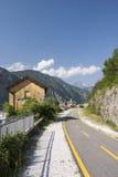 Cyclovia, bikelane alpe adria在Chiusa 库存图片