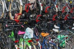 Cyclus die in Utrecht Nederland wordt afgeworpen Stock Foto