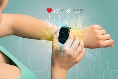Cyclus en smartwatch concept stock foto's