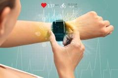 Cyclus en smartwatch concept stock fotografie