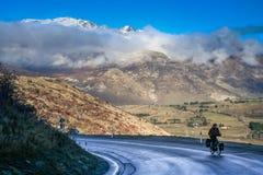 Cyclus het reizen in Nieuw Zeeland royalty-vrije stock fotografie