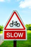 Cyclus, Langzame Wegwaarschuwingsborden stock afbeeldingen