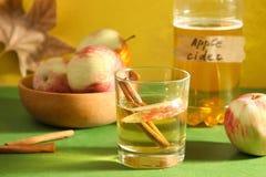 Cydr, jabłka i cynamon, obraz stock