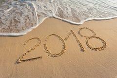 Cyfra 2018 na pięknej plaży przy zmierzchem Obraz Stock