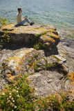 cyfrowa jeziorna obsiadania pastylki kobieta Zdjęcie Royalty Free