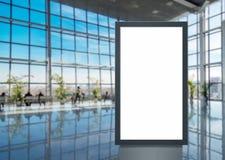 Cyfrowego bielu medialnego pustego ekranu nowo?ytny panel, signboard dla reklama projekta w airpost, galeria Mockup obrazy royalty free