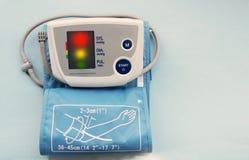 Cyfrowego ciśnienia krwi monitor Zdjęcia Royalty Free