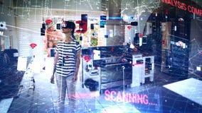 Cyfrowego kod z kobietą w VR słuchawki w tle zdjęcie wideo