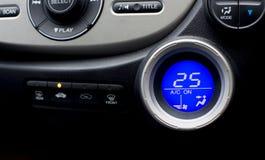 Cyfrowego kontrolera pokaz lotniczy conditioner w samochodowych wnętrzy wi Zdjęcie Stock