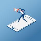 Cyfrowego marketing i reklamowy pojęcie Biznesmen przychodzi od smartphone i używa megafon mówi online marketing Obrazy Stock