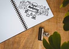 Cyfrowego marketingu doodle na notepad obok rośliny Zdjęcie Stock