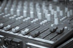 Cyfrowego muzyczny wyposażenie, muzyczny melanżer z śladem Obrazy Stock