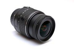 Cyfrowego SLR kamery obiektywu zakończenie up na bielu Obrazy Stock