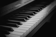 Cyfrowej Fortepianowa klawiatura przy nocą Obrazy Stock