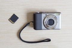 Cyfrowej fotografii kamera i SD karta Obrazy Stock