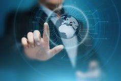Cyfrowej Globalna sieć Biznesowy Internetowy technologii pojęcie Biznesmen naciska dotyka ekran Obraz Royalty Free