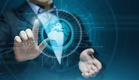 Cyfrowej Globalna sieć Biznesowy Internetowy technologii pojęcie Biznesmen naciska dotyka ekran Zdjęcia Royalty Free