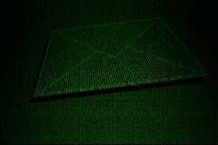 Cyfrowej koperta robić zielony binarny kod Fotografia Royalty Free