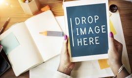 Cyfrowej pastylki kropli wizerunku Tutaj kopii technologii kosmicznej pojęcie zdjęcie stock