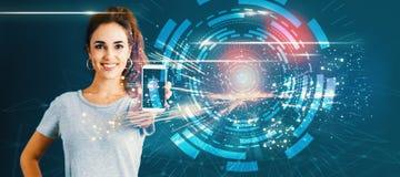 Cyfrowej techniki okrąg z młodą kobietą trzyma out smartphone obraz stock
