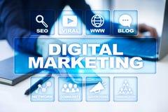 cyfrowej technologii marketingowy pojęcie Internet Online SEO SMM target31_1_ Zdjęcie Royalty Free