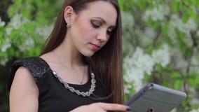 cyfrowi pastylki kobiety potomstwa zbiory wideo