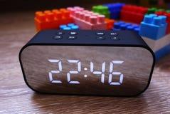 Cyfrowy zegar z du?ym ekranem Wielki przyrz?d dla ciebie Szczeg??y w g?r? i zdjęcie royalty free