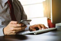 Cyfrowych marketingowi ?rodki w wirtualnym ekranie fotografia stock