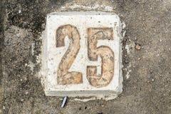 Cyfry z betonem na chodniczku 25 Obraz Royalty Free