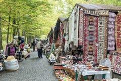 Cygański bazar lokalizuje nie daleko od Pelesh kasztelu w Sinaia w Rumunia fotografia royalty free