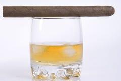 cygarowy szkła lodu whisky Zdjęcia Royalty Free