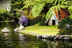 Cygne dans un beau jardin chez Monte au-dessus de Funchal Madère Photographie stock libre de droits