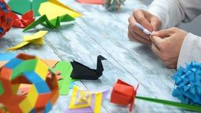 Cygnes noirs et blancs d'origami image libre de droits