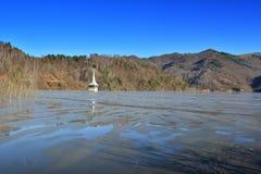 Cyjanek jezioro przy Geamana Rumunia Zdjęcia Stock