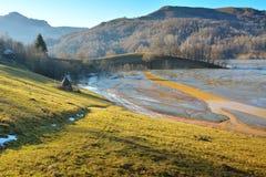 Cyjanek jezioro przy Geamana Rumunia Zdjęcie Stock