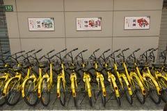 Cykel för att dela i Shanghai, Kina Arkivfoto
