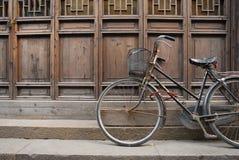 cykel gammala shanghai Royaltyfria Bilder