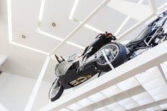 Cykel i museum Arkivfoto