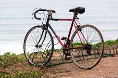 Cykel i parkeringsplats Fotografering för Bildbyråer