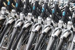 Cykel i rad Arkivfoton