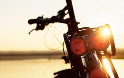 Cykel i solljuset royaltyfria bilder