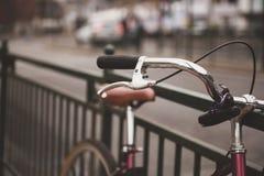 Cykel i staden Arkivbild