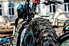 Cykel med stora hjul Arkivbilder